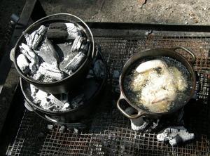 ダッチオーブン二段重ねとキッチンダッチオーブンでの揚げ物